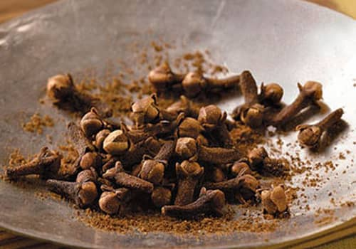 Natural cosmetics, like kings and queens Part 54, on the spices trade with cloves