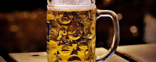Beer? It protects the heart and bones, but be careful not to overdo it!