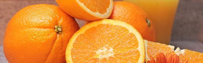 Un bicchiere di succo di arancia è un aiuto in più contro il nuovo coronavirus