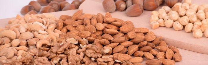 Noci e frutta secca, ma non burro di arachidi, proteggono la salute di cervello, reni, polmoni e cuore