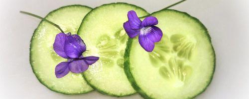 Slow cosmetique, non solo in insalata, le proprietà del cetriolo per pelle e occhi