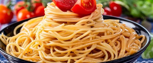 Spaghetti con pomodorini confit e frutta secca