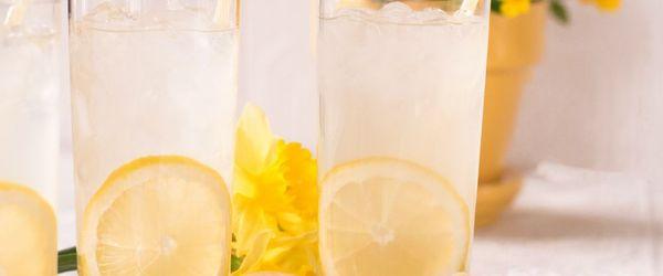 Limone, il succo dai molti benefici per la salute di cuore, pelle e stomaco