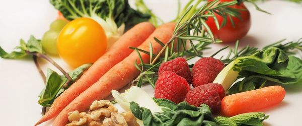 Which diet protects the skin from the risk of cell degeneration?