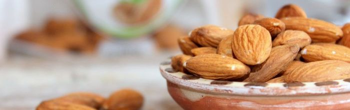 Slow cosmetique, almonds and cosmetic foods