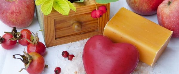 Slow Cosmetique, Gesichtsmasken und Fruchtpeelings