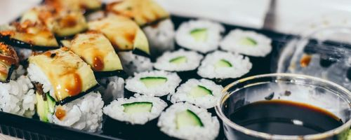 Vegetarisches Sushi, überraschender Nigiri mit eingelegtem Ingwer