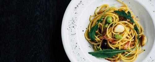 Spaghetti mit Gemüse aus dem Garten
