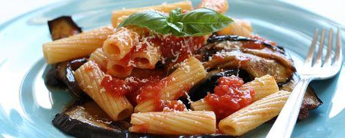 Spaghetti mit Auberginen und Tomatensauce