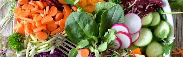 Come rinforzare il sistema immunitario con dieta sana, yoga e rimedi naturali