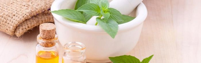 Cosmesi naturale, piccoli e semplici rimedi fai da te contro la pelle opaca e spenta