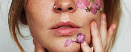 Slow Cosmetique, little gestures to firm facial skin