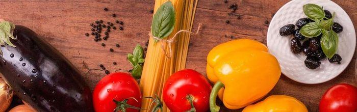 Maccheroni con salsa mediterranea