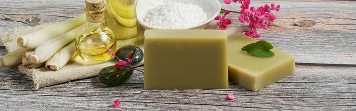 Slow cosmetique, come pulire la pelle senza aggredirla