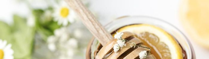 How does honey help your skin? Let's see some ideas for a skin care with honey