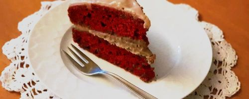 Red velvet cake with coconut – white chocolate cream frosting