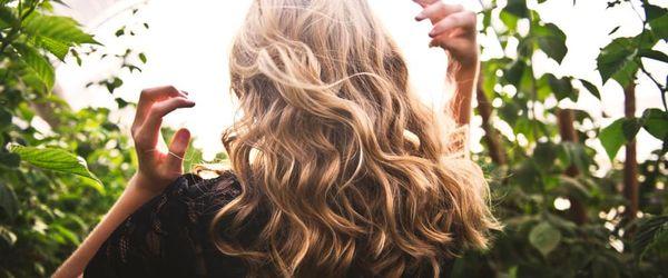 Haare, die besten natürlichen Behandlungen, um sie zu färben Teil 2, Walnuss Rumpf, Hibiskus, schwarzer Tee und Salbei