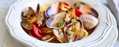 Whole-grain spelt spaghetti with clams