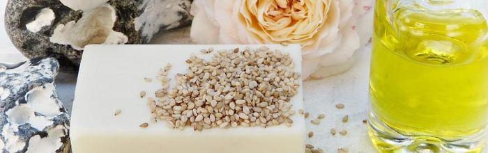 Slow cosmetics, yogurt and milk for a luminous and soft skin