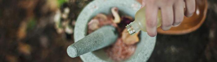 Miscela di oli essenziali contro pancetta e problemi digestivi