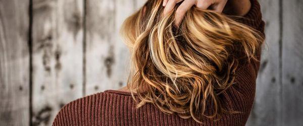 Haare, die besten natürlichen Behandlungen um sie zu färben Teil 1, Henna, Indigo, Kamille und Kurkuma