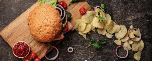 Pflanzliche Hamburger mit Barbecue-Sauce