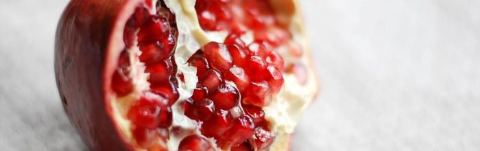 Pomegranate, the properties of the whole fruit